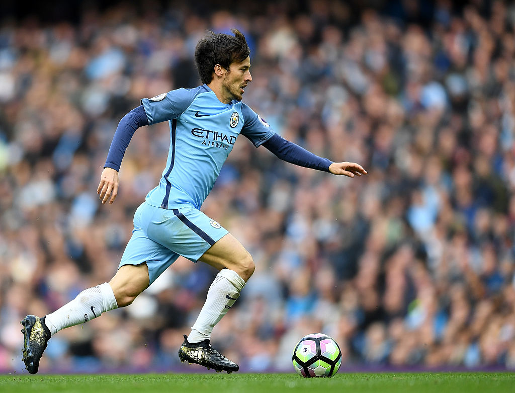MANCHESTER, ENGLAND - OCTOBER 23: David Silva of Manchester City in action during the Premier League match between Manchester City and Southampton at Etihad Stadium on October 23, 2016 in Manchester, England. (Photo by Laurence Griffiths/Getty Images)