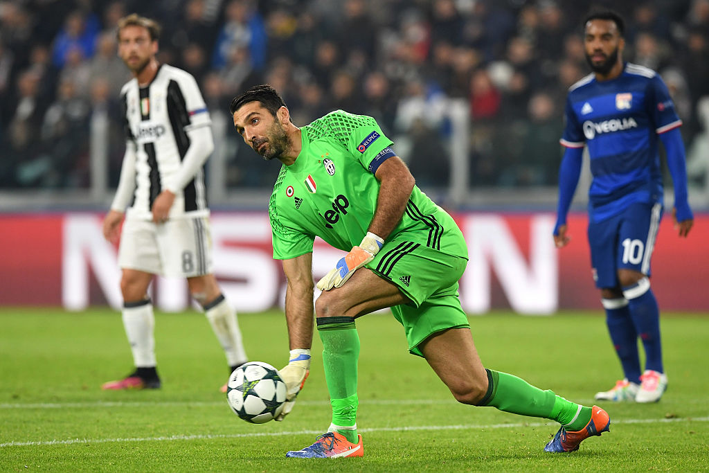 TURIN, ITALY - NOVEMBER 02: Gianluigi Buffon of Juventus throws the ball during the UEFA Champions League Group H match between Juventus and Olympique Lyonnais at Juventus Stadium on November 2, 2016 in Turin, Italy. (Photo by Valerio Pennicino/Getty Images)