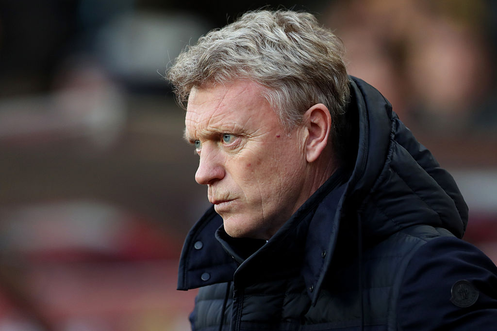 SUNDERLAND, ENGLAND - DECEMBER 17: David Moyes, Manager of Sunderland looks on during the Premier League match between Sunderland and Watford at Stadium of Light on December 17, 2016 in Sunderland, England.  (Photo by Ian MacNicol/Getty Images)