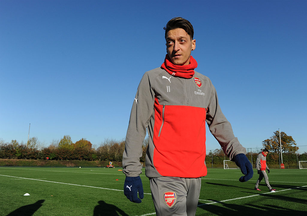 ST ALBANS, ENGLAND - NOVEMBER 29:  Mesut Ozil of Arsenal during Arsenal Training Session at London Colney on November 29, 2016 in St Albans, England.  (Photo by David Price/Arsenal FC via Getty Images)