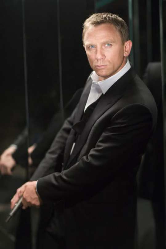 daniel-craig-suit-casino-royale