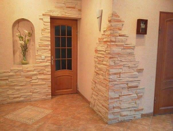 Sa amenajam holul casei cu piatra naturala decorativa. Idei indraznete