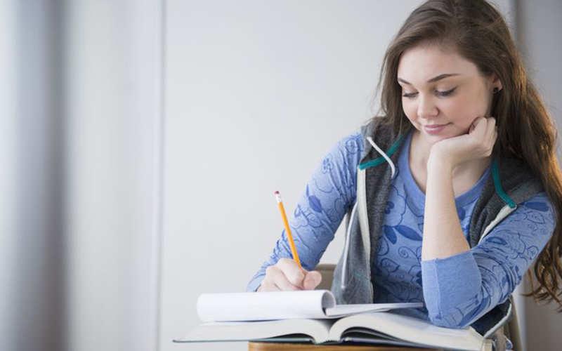 étudier la psychologie.