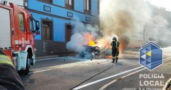 Ранена женщина после столкновения двух автомобилей, вызвавших пожар в La Orotava