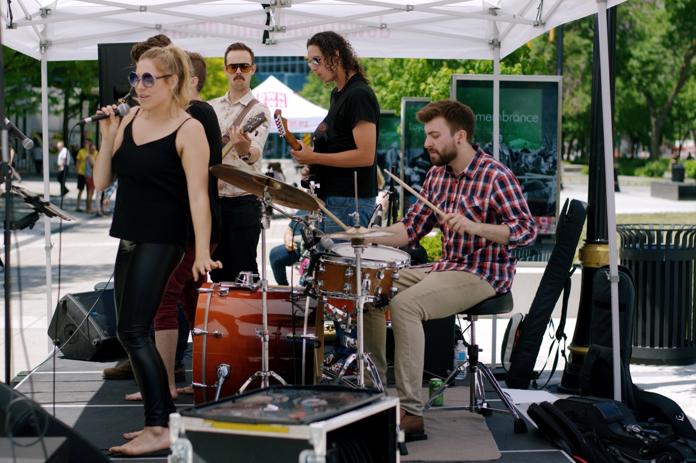Jennifer Budd & band performing in Gore Park. Photo by Lisa Vuyk