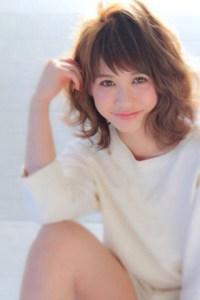 夏 ミディアム 髪型 女性