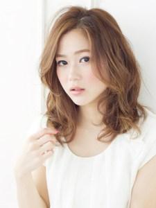夏 ミディアム 髪型 女性、1