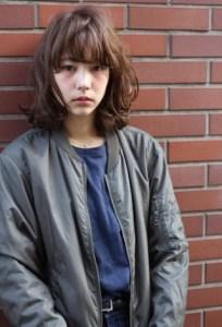 春 ミディアム 髪型 女性 人気 6