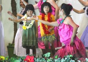 フラダンス(レクチャータイムに出演した子どもたち)
