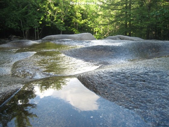 New Hampshire nature - river and rocks