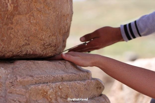 Moving column temple artemis Jerash Jordan Roan ruins