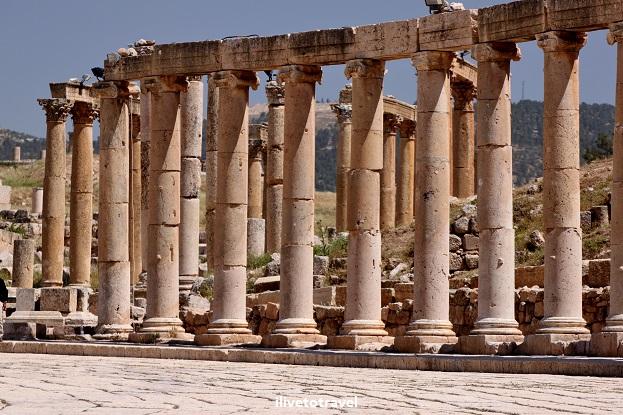Forum Roman ruins colonnade columns Jerash Jordan History Canon EOS Rebel