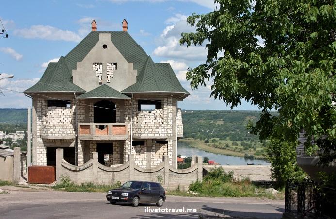 Soroca, Soroki, gypsy, Romani, architecture, Moldova, Canon EOS Rebel     Big ole houses in Soroca's uphill