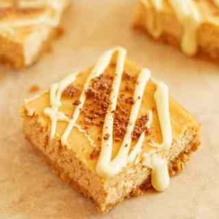 Butternut Squash Greek Yogurt Cheesecake Bars - Soft greek yogurt cheesecake bars recipe made with butternut squash and drizzled with white chocolate. Perfect light dessert for Thanksgiving or any other day! by ilonaspassion.com I @ilonaspassion