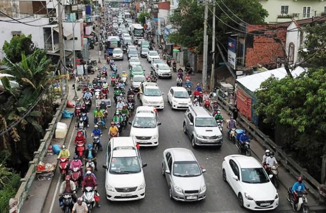 Hàng nghìn người rời thành phố đi nghỉ lễ, cửa ngõ Sài Gòn người, xe như nêm - 1