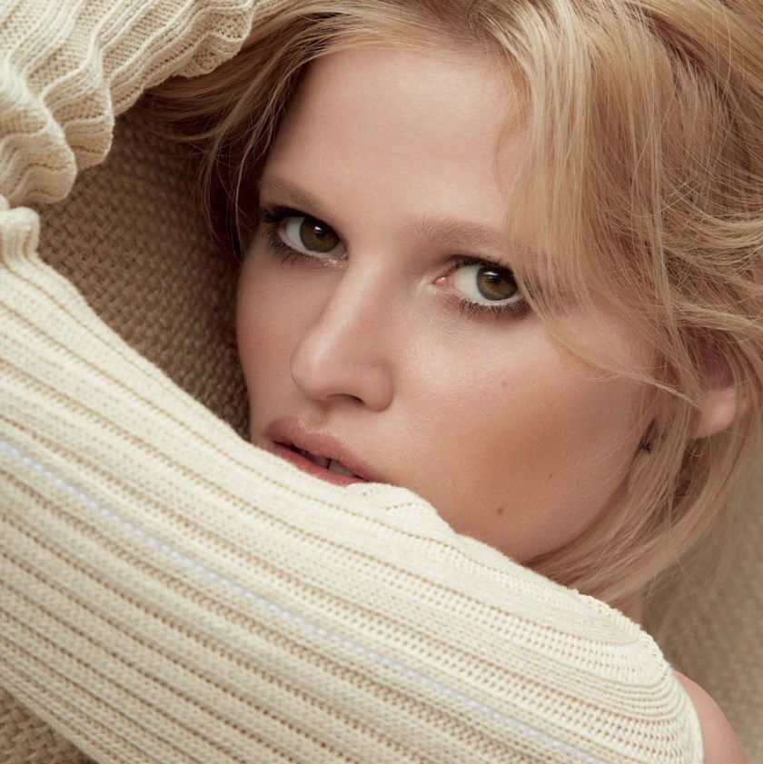 VOGUE GERMANY Lara Stone by Camilla Akrans. Nicola Knels, November 2016, www.imageamplified.com, Image Amplified14
