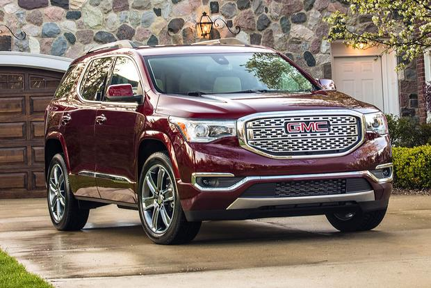 2016 vs  2017 GMC Acadia  What s the Difference    Autotrader 2017 GMC Acadia  What s the Difference  featured image large thumb0