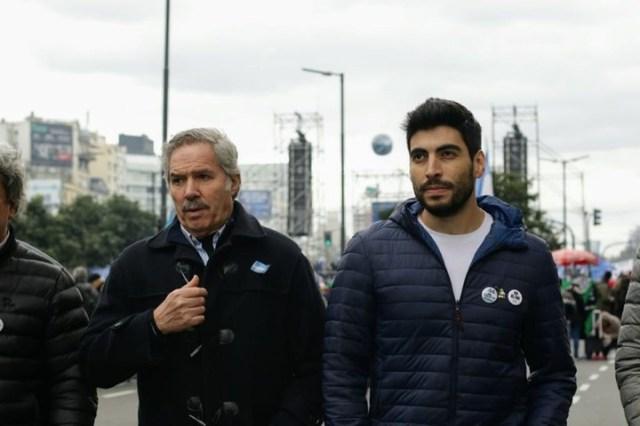 Felipe Solá y Facundo Moyano, el lunes, en la marcha contra el FMI.