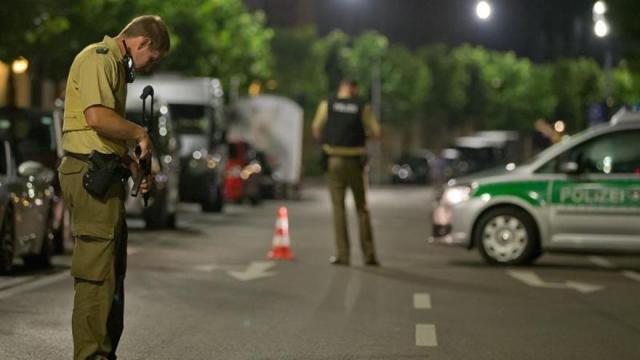 Un muerto y diez heridos al estallar artefacto explosivo en sur de Alemania