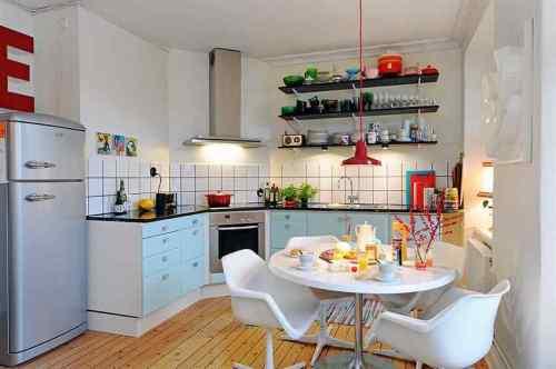 Vista de la cocina y el comedor diario