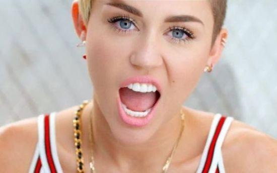 2015-05-08-1431122315-6935675-Miley.jpg