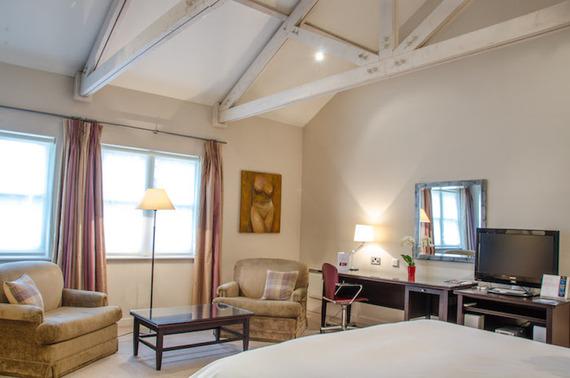 2015-07-21-1437473794-4385777-HotelFelixbedroom2.jpg