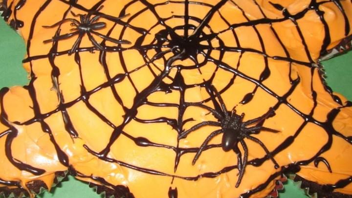 Paleo Pull-Apart Spider Web Cupcakes