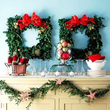 50 Beautiful Holiday Wreaths   Midwest Living Holiday surprise wreath