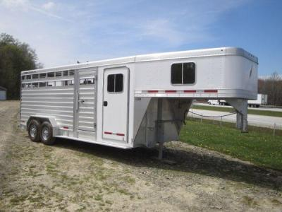 FEATHERLITE 20' STOCK GOOSENECK HORSE TRAILER W DRESSING ROOM - (ERIE, PA 16510) for Sale in ...