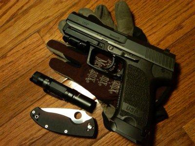 USP 9mm pistol HD Wallpaper | Background Image | 2048x1536 | ID:589880 - Wallpaper Abyss