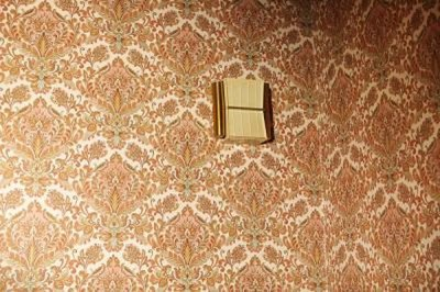 How to Get Wallpaper Off the Wall When It Won't Come Off ...