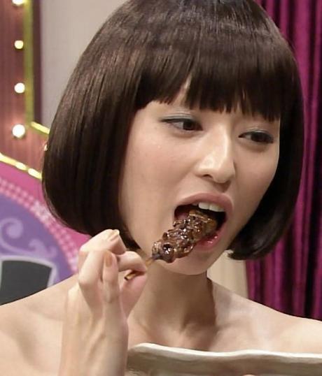 【擬似フェラキャプ画像】まるで男性器を咥えるかのように食レポしちゃうタレント達w 12