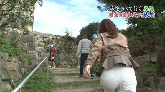 【お尻キャプ画像】お尻にズボンが食い込み過ぎちゃってパン線まで見えちゃいそうw 14