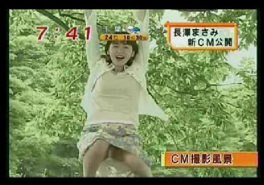 【パンチラキャプ画像】ミニスカ履いてスカートの中身が見えちゃってるタレント達w 16