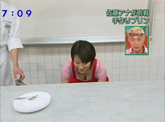 【胸ちらキャプ画像】豊満なオッパイをテレビで見せつけてくるタレントたちww 01