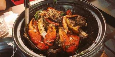 〔台北食記〕八腳老大,集聚精華於一身的螃蟹粥火鍋,還有香辣蟹乾鍋!