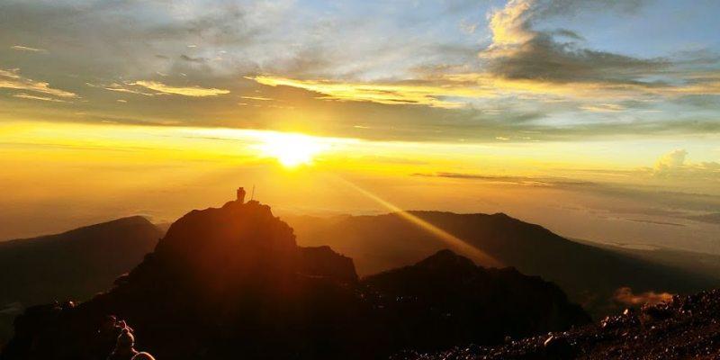 印尼爬山行(3) 龍目島RINJANI火山三天兩夜登頂行 – 第二天登頂3762M、日出、溫泉、夜宿湖邊
