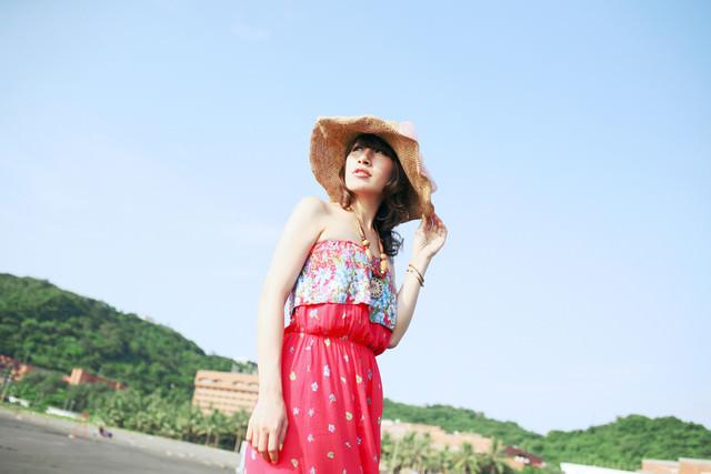 【穿搭】11款海灘時尚配件+可愛繽紛的妝感陪你度過熱情的夏日