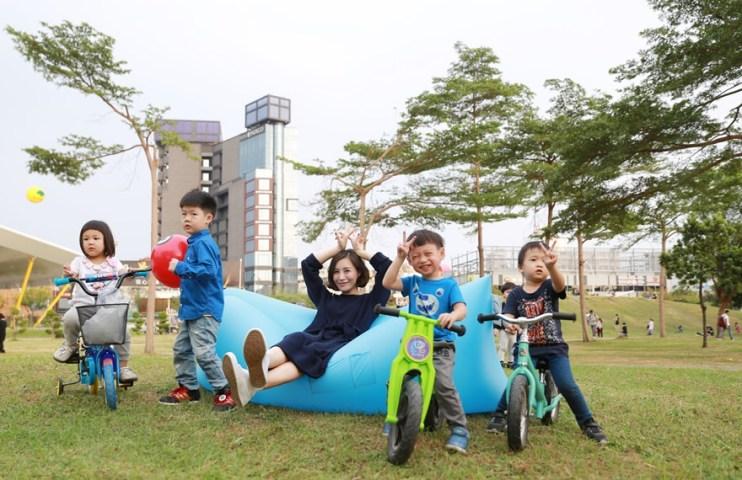 【生活】超實用!! 每個家庭必備的空氣沙發COMFY. air Sofa