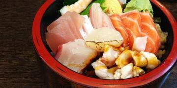 【台南食記】東區 人多多三采壽司館 ● 平價新鮮散壽司 必點!! ❤❤