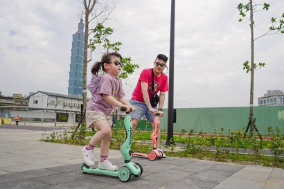 【育兒】新色亮相!風靡爸媽圈,小孩放電必備!復古時髦的奧地利Scoot & Ride二合一滑步車/滑板車