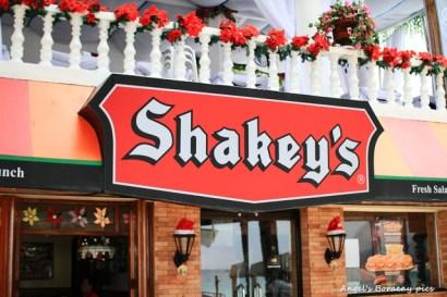☀自助長灘島Boracay☀島上美食【Shakey's】美味炸雞跟Pizza的店