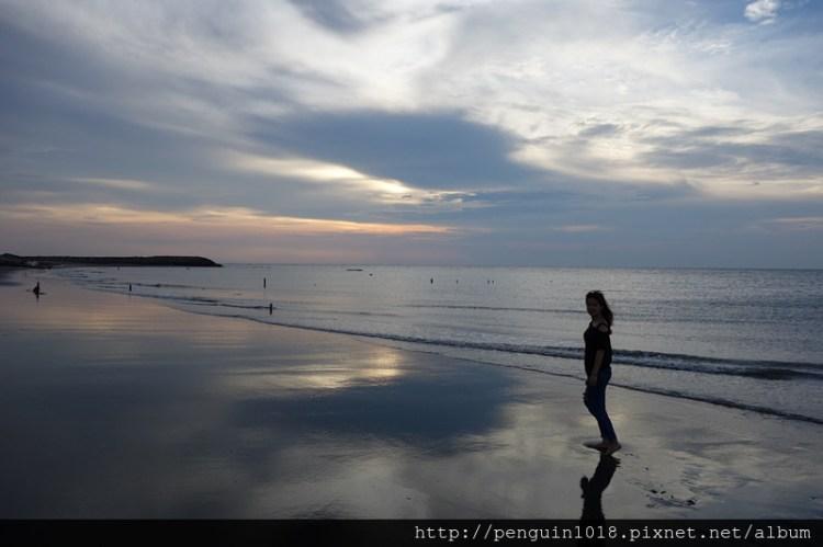 """【彰化線西】線西海邊""""肉粽角沙灘"""",彰化外拍婚紗推薦地點,欣賞夕陽西下動人美景,一起來海邊玩沙拍照~"""