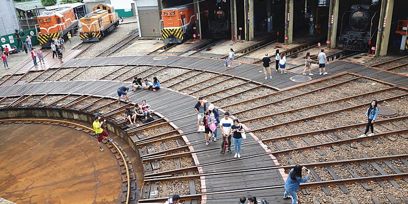 【彰化市景點】扇形車庫;彰化必訪經典景點,全台僅存的火車頭旅館。