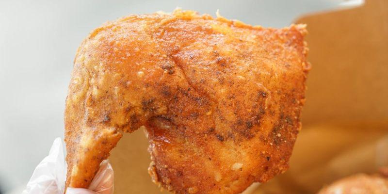 炸雞的行家-半雞八兩   員林薄皮酥脆多汁炸雞!獨家配方醃料,中午就能吃到美味炸雞,再來杯鹹檸七超合拍!