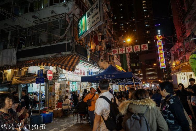 香港油麻地廟街興記煲仔飯|香港廟街美食推薦,在電影場景用餐!到香港必吃的特色煲仔飯。