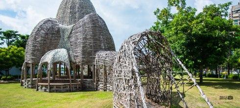 |高雄‧前鎮|期間限定,用25萬蚵殼和5千支竹子打造的『聚』竹蚵地景藝術