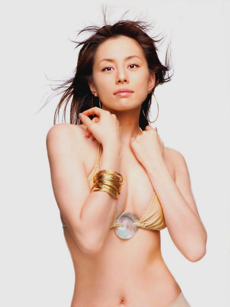 失敗しない米倉涼子 のスレンダーで過激な全裸セミヌードや水着姿です!