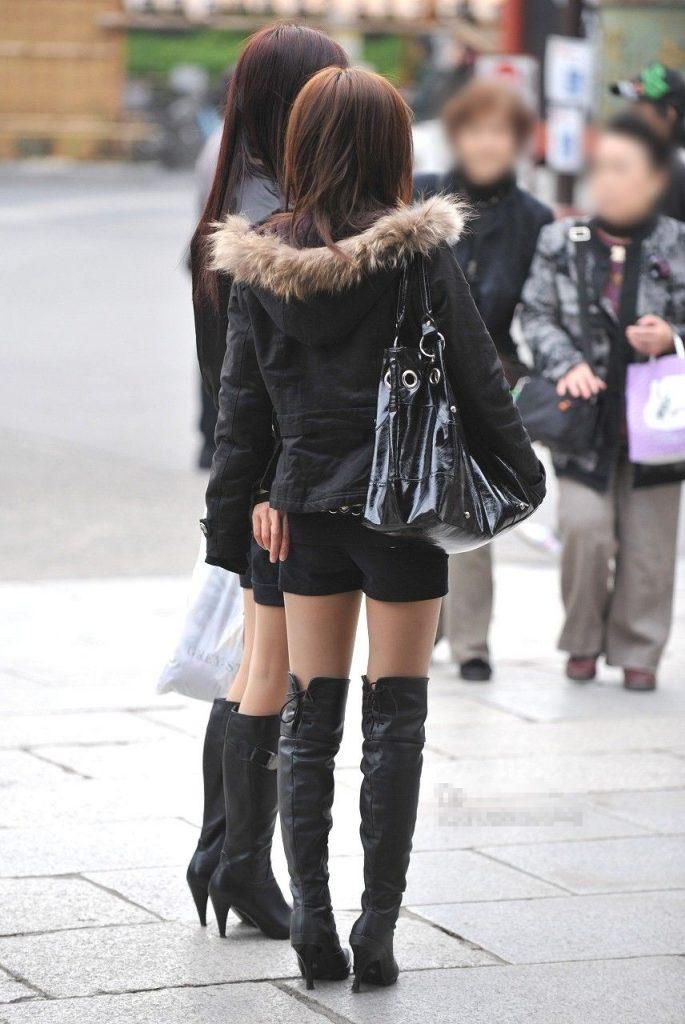 美脚素人やミニスカギャルたちのブーツ姿が超フェチすぎる盗撮画像wwwwww