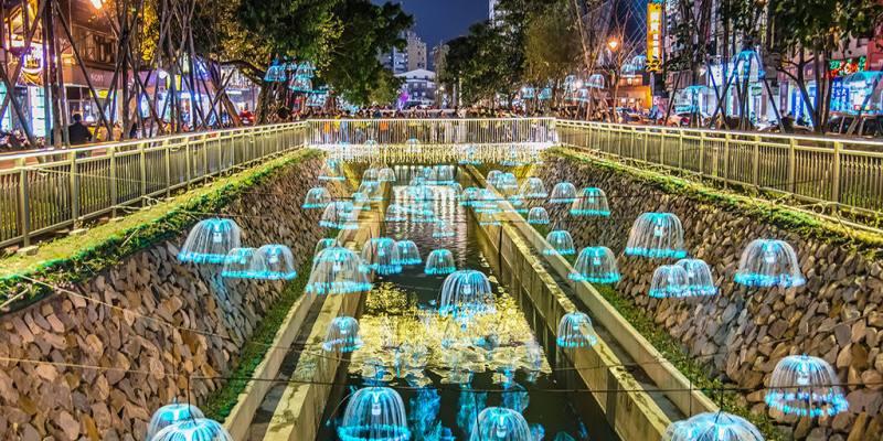 【台中】。綠川水岸水母燈蒲公英!台中晚上變美麗